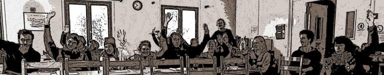 photo modifiee personnes levent main reunion gris