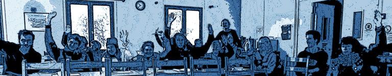 photo modifiee personnes levent main reunion bleu